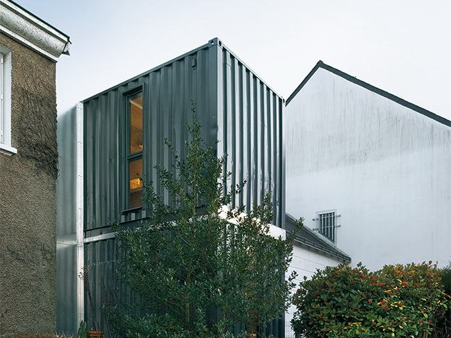 House extension in nantes using containers detail for Extension container