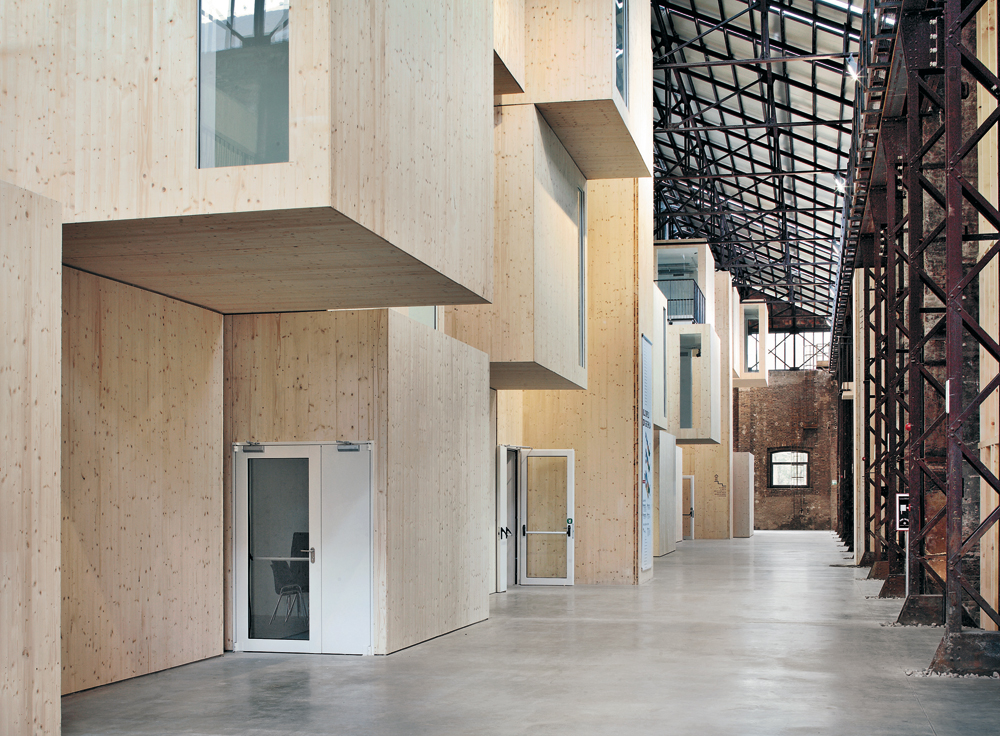 Umnutzung einer industriehalle in reggio emilia detail for Uni architektur