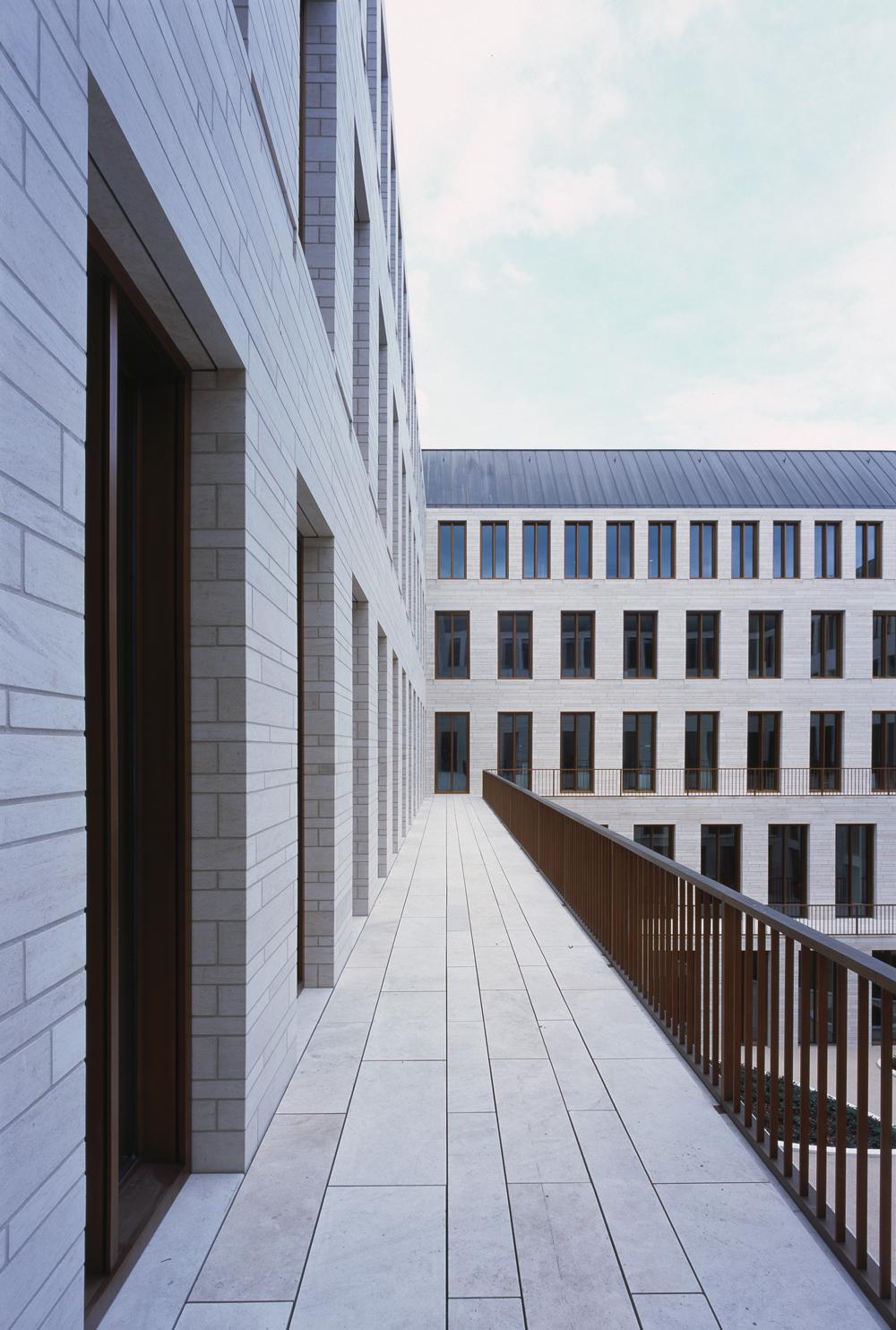 Neubau L-Bank Karlsruhe - DETAIL inspiration