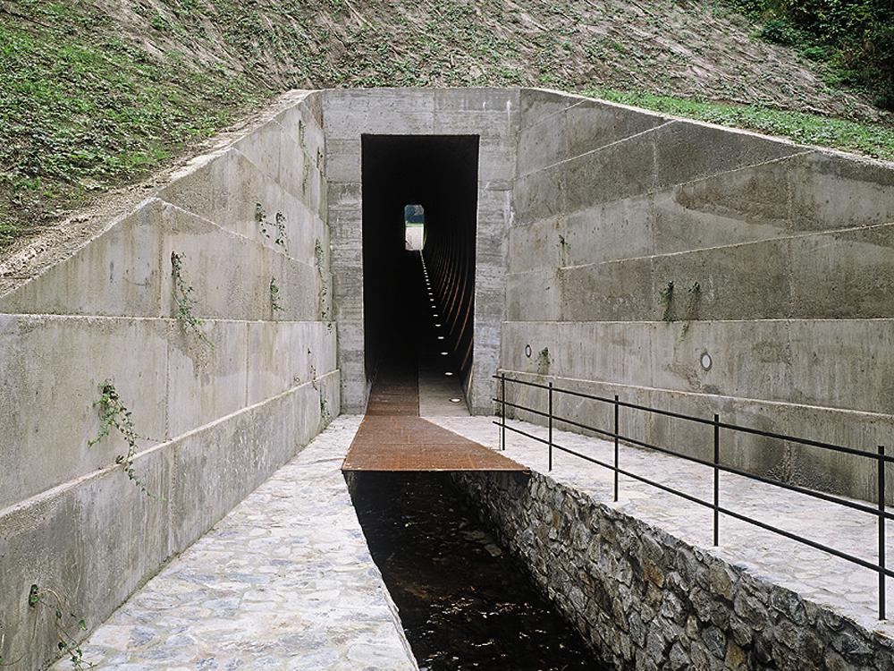 52f19e9a95c7 Pedestrian Tunnel in Prague - DETAIL inspiration